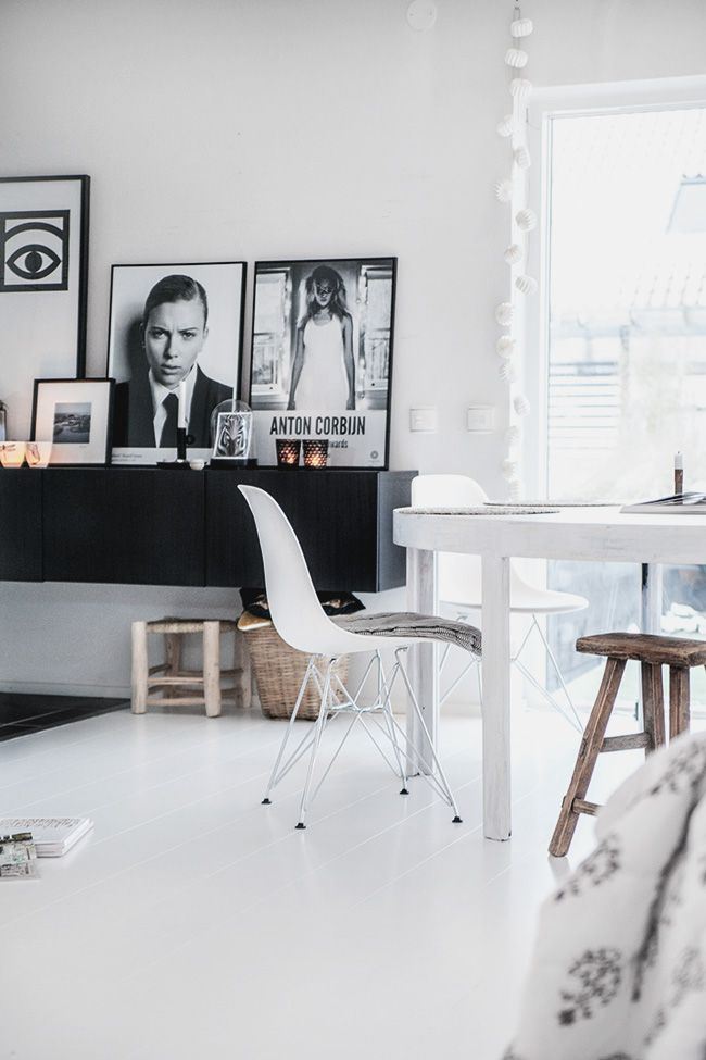 Beautiful sleek home decor! What better feeling than coming back to a cozy home. Get inspired and try this in your home! Black and white simple home decor.