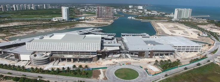 Marina Town Center  45,000 m2 de espacios rentables con más de 100 locales comerciales disponibles en renta, entre los que destacan salas de cine, boutiques de moda, una gran variedad de restaurantes de alta cocina, entretenimiento, hotel y condominios. 🕶🔅🌊 Se parte del proyecto, conoce más en: http://www.iqr.mx/puerto-cancun/