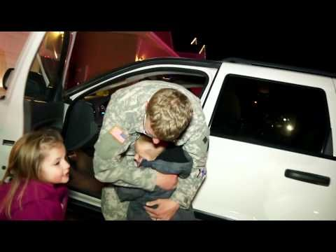 Soldier receives Police Escort through town to surprise his kids in time for Christmas - YouTube