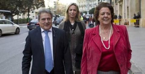 Rita Barberá con Alfonso Rus y Sonia Castedo asistieron el 12 de diciembre al juicio a Camps en Valencia. JUAN NAVARRO