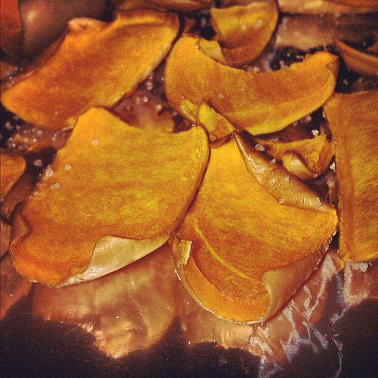 Con unos chips de calabaza y chirivía, sorprenderás a tus invitados y de paso, aprovechar sus magníficas propiedades para la salud. Entra en http://www.vitasalud.com/chirivia, y disfruta del plato.  #vidasaludable #hamburguesa #dieta #comesaludable #naturismo #natural #gastronomia #cocina #recetavegetariana #realfood #healthylifestyle