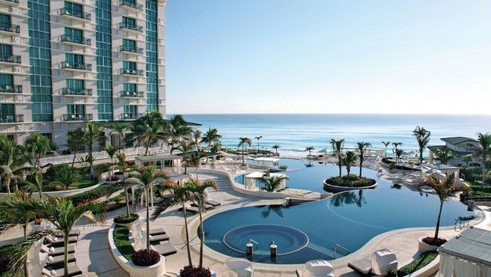 Sandos Cancun Luxury Resort: Formerly Le Meridien, the Sandos Cancun is in a stunning location overlooking the Caribbean.