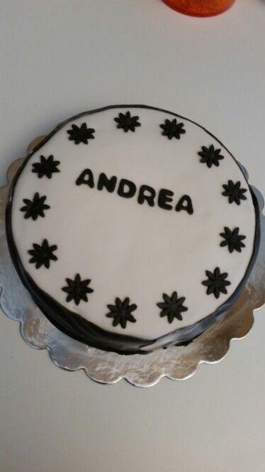 Sjokoladekake med vanilje og jordbærfyll ..