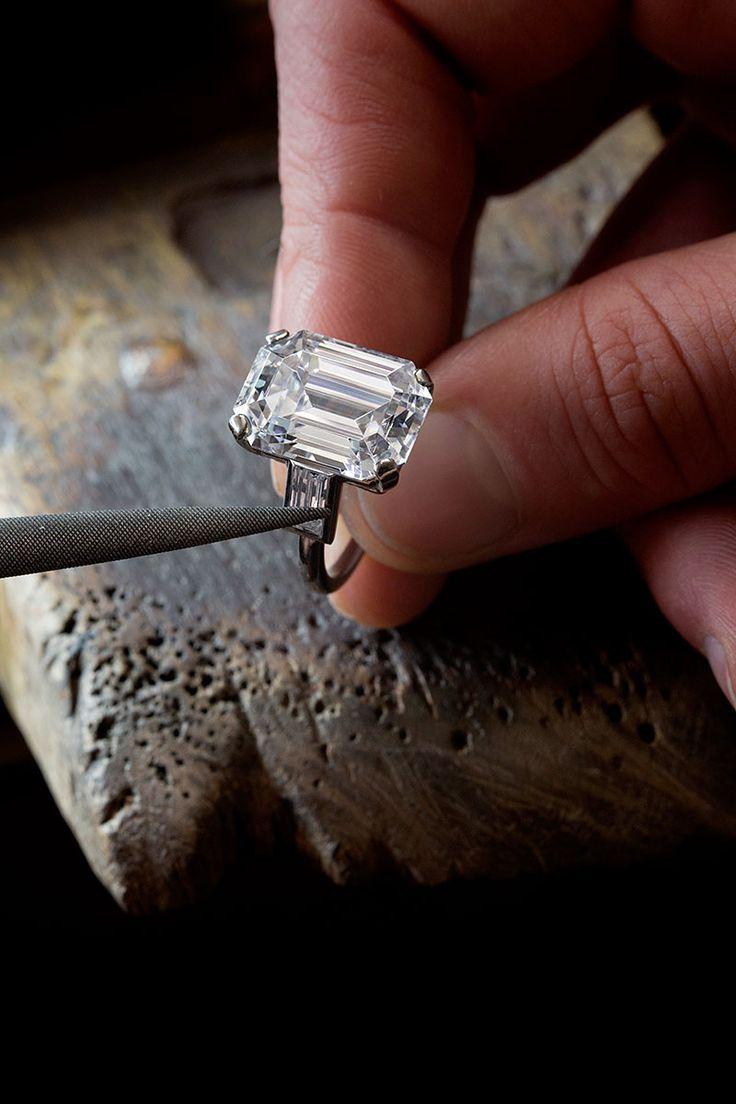Réplica del anillo de compromiso de Su Alteza Serenísima.