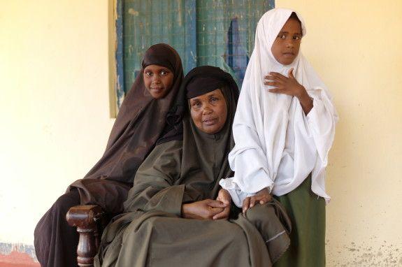 Den 6 februari är den internationella dagen för nolltolerans mot könsstympning av flickor. För att uppmärksamma detta släpper UNICEF nya siffror som visar att antalet flickor som utsätts för den farliga sedvänjan minskar. Samtidigt uppmanar man omvärlden att öka insatserna för att helt avskaffa ingreppet som ger så många flickor men för livet.