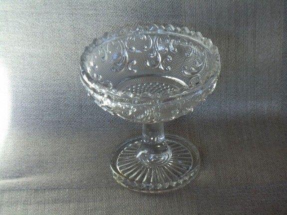 Sukkerkopp (1866). -Sukkerkopp (1866) H: 9 cm. D: 9.5 cm. Pris kr 600. (Solgt).
