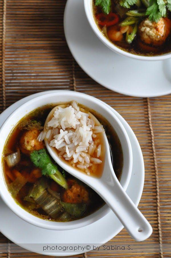 """Due bionde in cucina: Zuppa thai con gamberetti, polpettine di pollo e riso """"Khao Tom Kung Lae Kai"""""""