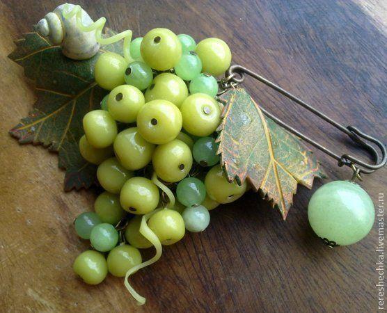 """Купить """"Зеленый виноград"""" Брошь - салатовый, зеленый, светло-зеленый, виноград, гроздь винограда"""