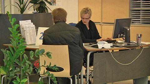 Avoimien työpaikkojen lukumäärä on vähentynyt Hämeen TE-toimiston alueella vuoden takaisista lukemista. Samalla kortistossa on yhä enemmän työttömiä työnhakijoita. Päijät-Hämeessä etenkin nuorten työllisyystilanne on huono.