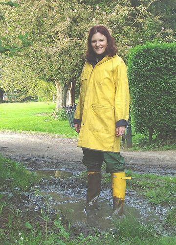 Ber ideen zu friesennerz auf pinterest regenmantel regenjacke wasserdicht und - Yellow mobel hamburg ...