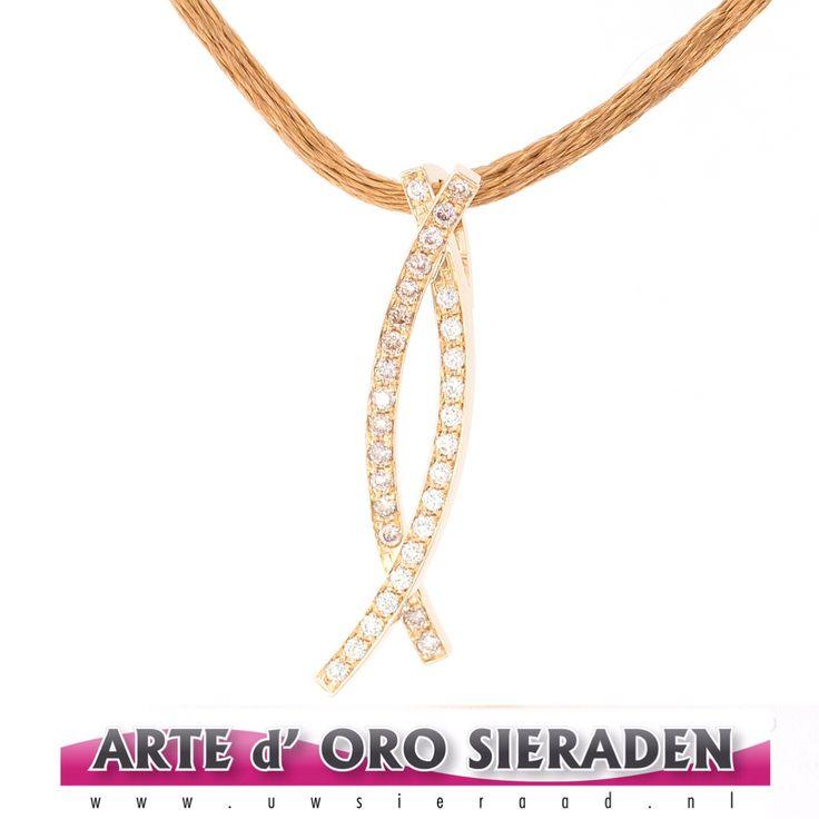 Rosé gouden hanger met witte - en pink briljant geslepen diamanten.