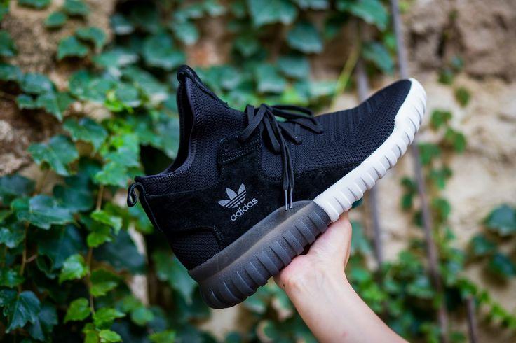 Signature Adidas! http://tinyurl.com/z77khlh