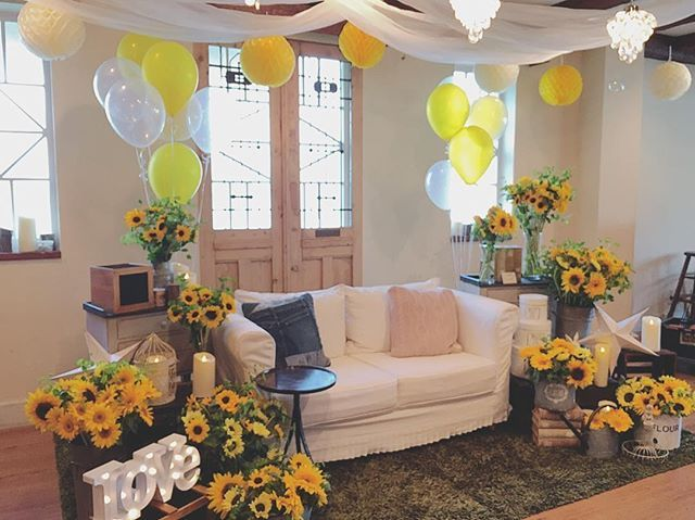 . テーマ「LIFE's」 . 高砂コーディネートは たくさんのひまわりを使って。  #ひまわり #高砂 #sunflower #yellow  #ルメルシェ #ルメルシェ元宇品 #広島 #結婚 #結婚式 #広島結婚式 #ウェディング #プレ花嫁 #コーディネート #ガーデン #オリジナルウェディング  #ガーデンウェディング #ナチュラルウェディング #ナチュラル #人気 #ウェディングフォト #wedding #natural #garden #coordinate #weddingdecoration #originalwedding #weddingphotography #ig_wedding #instawedding #weddingphoto