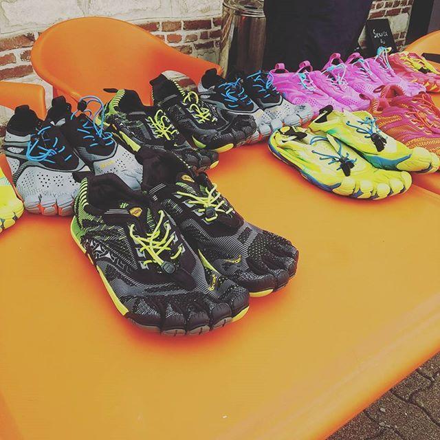 2016 : Testing @fivefingersfr chez Owens 36 ! Univers Running et un grand nombre de coureurs ont pu tester les fameuses chaussures à doigts de pied 😁. #runitfast #running #run #runner #instarunners #trailrunning #jogging #marathon #halfmarathon #ultramarathon #runnerspace #runhappy #finishline #seenonmyrunning #furtherfasterforever #vibram #fivefingers #salomonrunning #cardio #endurance #exercise #fitness #ultrarunners #trail #instarunning  #universrunning