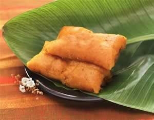 Pasteles de masa o yuca by www.vinosyrecetas.com yummm would love to try yuca pasteles. Never had ones made with yuca masa.
