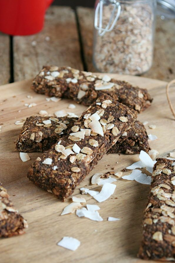 Cacao-coconut vegan müsli bars with canabis protein