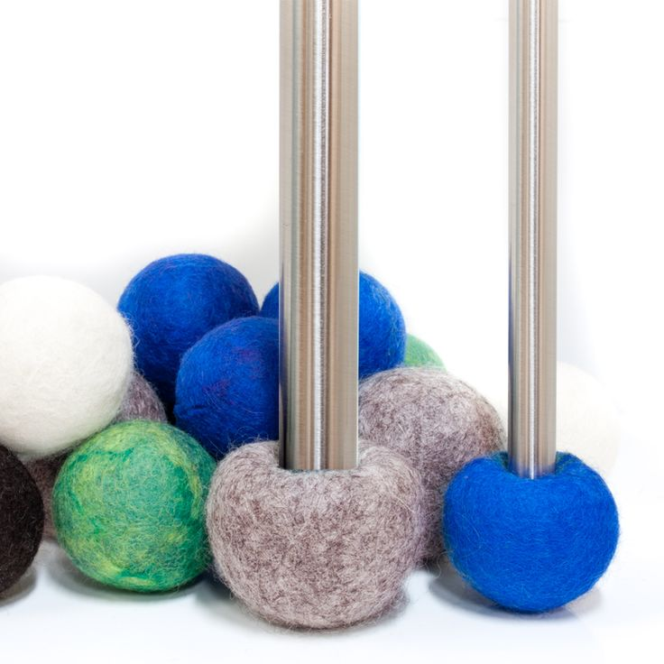 Felted floor protector in wool with inner core made of rubber.