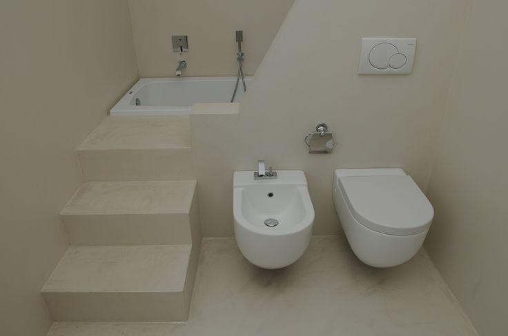 Arredo bagno con disposizione pezzi igienici comoda e sicura