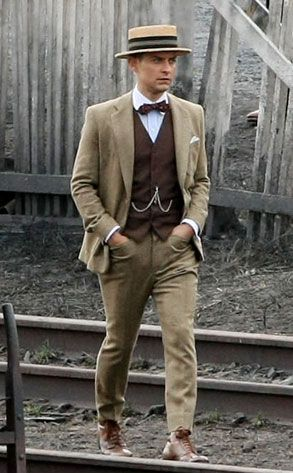 Men's Outfits From the 1920s | Think Jay Gatsby is the only one with shirts to weep over?