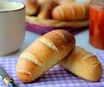 Petits pains au lait avec thermomix, très moelleux et délicieux avec de la confiture ! INGRÉDIENTS 300 gr de lait 550gr de farine T55 75gr de sucre 50gr de beurre …