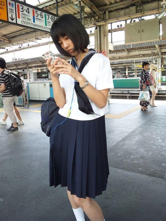 現役jk盗撮エロ画像駅ホーム電車内とか至近距離で盗撮する