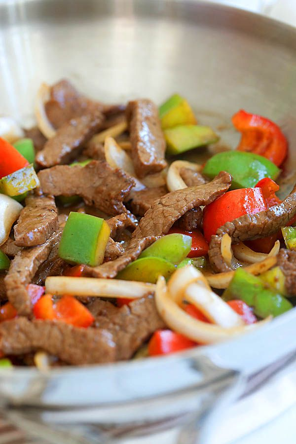 Easy black pepper beef with beef, black pepper and onion. This Chinese black pepper steak and beef takes 20 minutes to make and much better than takeout | rasamalaysia.com