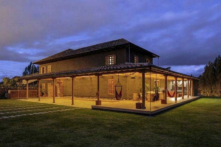 Diseño de casa rural con porche de madera