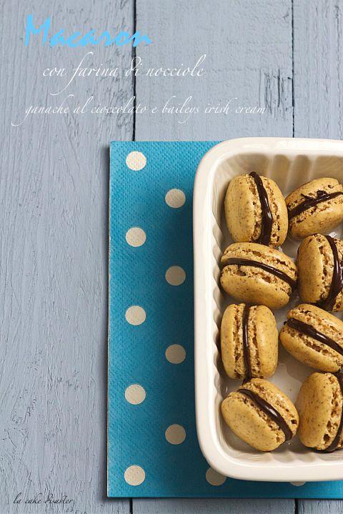 """l'angolo de """"la cake disaster"""": Macaron con farina di nocciole e ganache al ciocco..."""