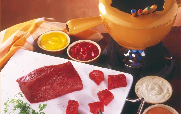 FONDUE BOURGUIGNONNE    Préparation : 15 mn Ingrédients • 120 g de viande de boeuf (tranche ou• huile végétale Sauces d'accompagnement • sauce ciboulette • sauce béarnaise • sauce moutarde • sauce au poivre     Toutes nos recettes sur http://interbev-bretagne.fr/les-recettes/     #Cuisine #Boeuf #plat #recette #Interbev #viande