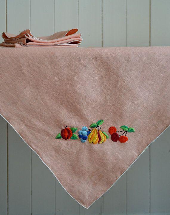 VENTE / Vintage brodé lin nappe & serviette set par untoldimprint
