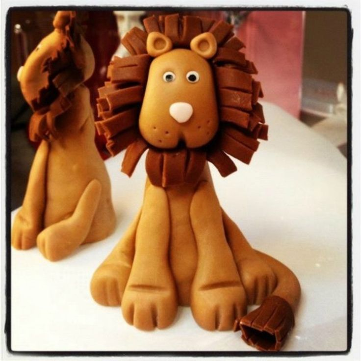 Fondant Lion Cake Topper I learned how to make this lion and it was super easy! It is a fondant/gumpaste blend and probably took 20 min...