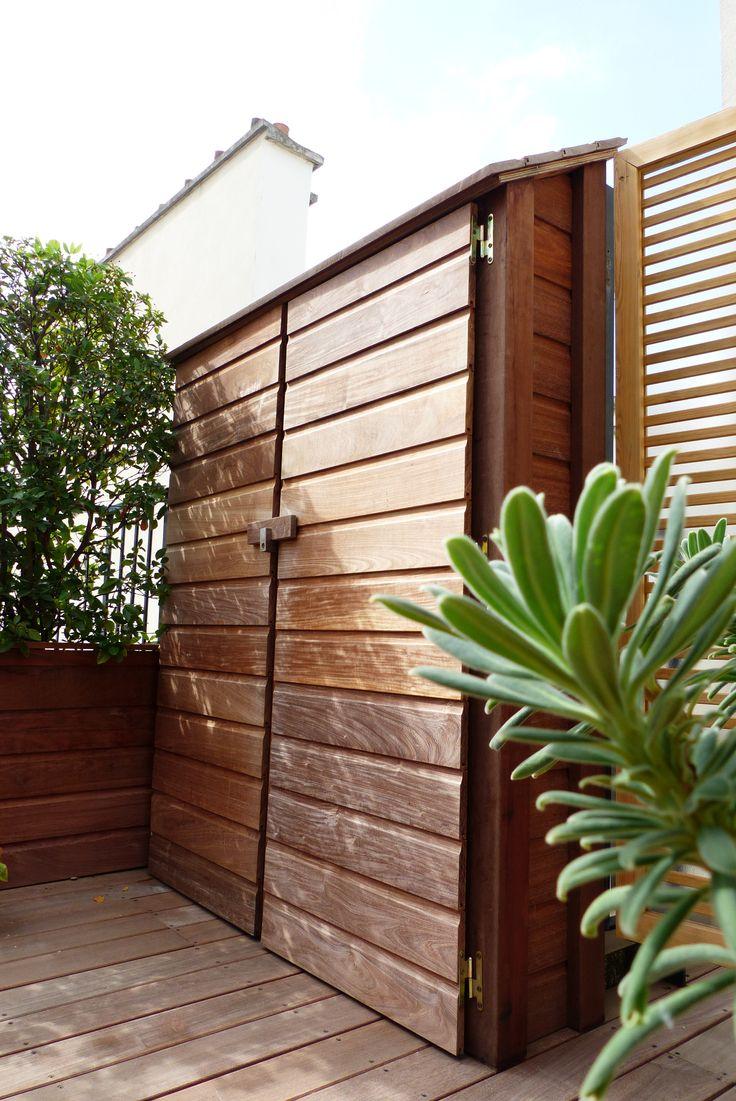 Chalet de rangement en bois pour terrasse dans le 15e for Chalet rangement jardin