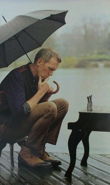 Hugh Laurie - a great man I want to see this man play!