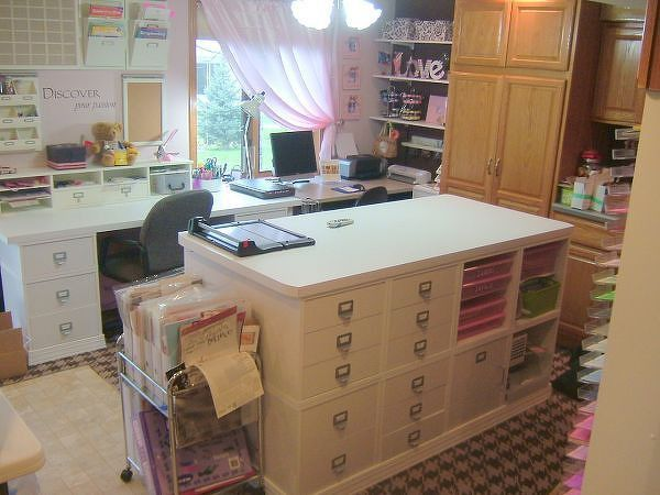 My scrapbook room!!! Done finally =) - Two Peas in a Bucket. Website no longer available, but this pic is still worth the pin!