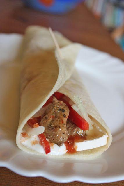 Tortilla tex-mex hússal és camemberttel