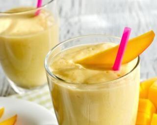 Smoothie glacé léger mangue banane : http://www.fourchette-et-bikini.fr/recettes/recettes-minceur/smoothie-glace-leger-mangue-banane.html