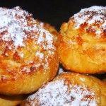 Os pães de Deus, também conhecidos por arrufadas ou estaladinhos, são uns deliciosos pães cobertos de coco, açúcar e doce de ovos.