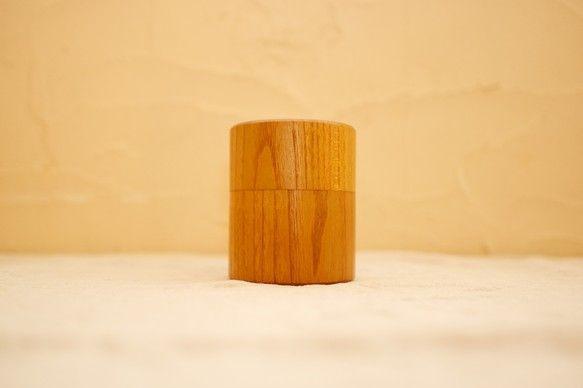人気をいただいている欅の木の茶筒に、新種類ができました。木の種類が違う、桑の木で作ったものです。木は国産材の桑を使用。欅よりもマットな色味で、渋みがあります。...|ハンドメイド、手作り、手仕事品の通販・販売・購入ならCreema。