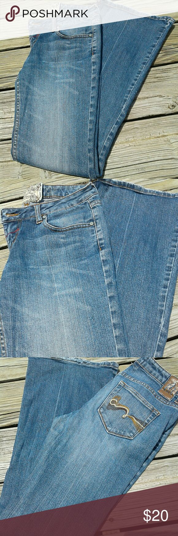 ♨New Listing♨American Rag Jeans American Rag Jeans Great Fitting Slightly Frayed Bottoms Size 3 Regular Super Flare Great Condition American Rag  Jeans Flare & Wide Leg