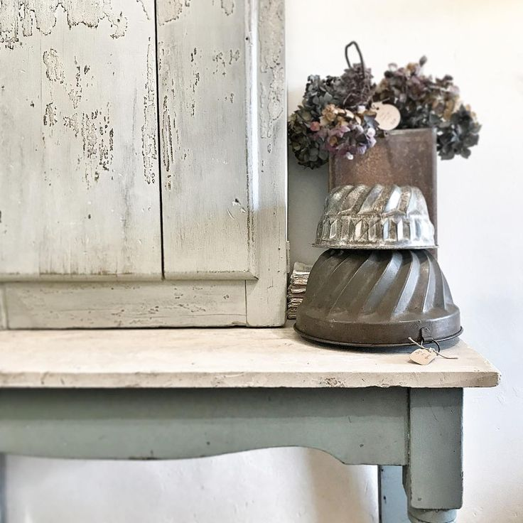 Sunday Vignette: vintage blues and patina. #simplelife #countrystore #antiqueshop #vignette #vintagewares #vintageblue #countrystyle #farmhousestyle