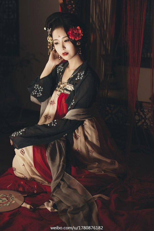 Hanfu: traditional Chinese costume