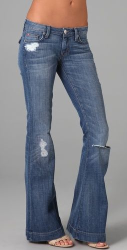 can't go wrong with a pair of ripped jeans :)