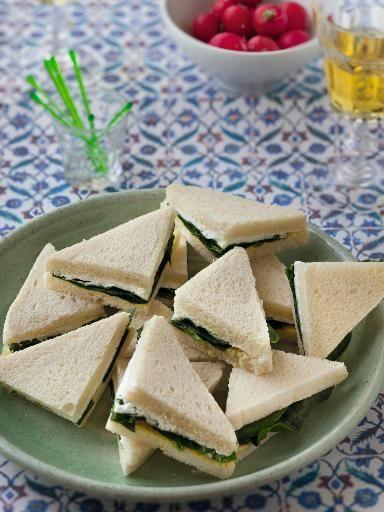 Sandwichs triangles fromage frais moutarde et épinard : Recette de Sandwichs triangles fromage frais moutarde et épinard - Marmiton