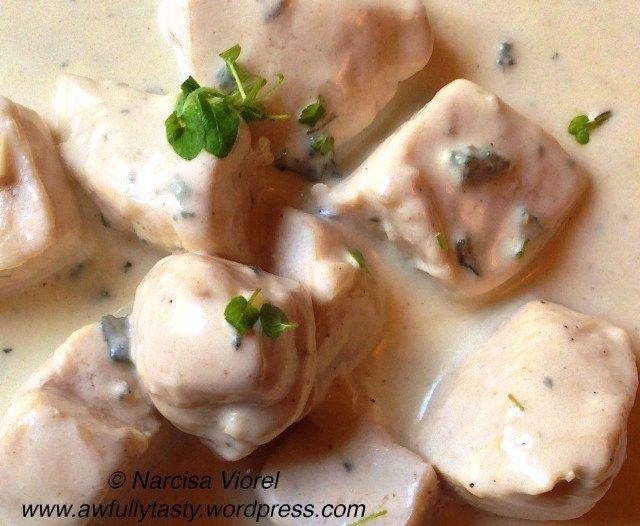 Chicken breast with gorgonzola sauce