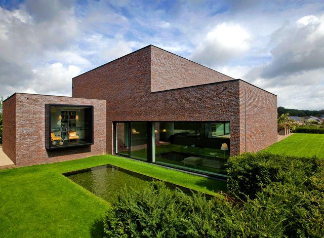Bij het ontwerpen zoekt het architectenbureau van Egide Meertens bewust naar sobere en eenvoudige ruimten met een hoge belevingswaarde. Een ontwerp dat flexibel invulbaar is, waarin gewoond en geleefd kan worden.  http://entrr.be/ruimtes/1075/plat-dak/spel-van-zichten