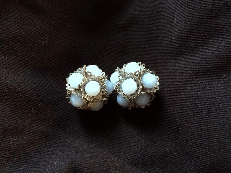 Un preferito personale dal mio negozio Etsy https://www.etsy.com/listing/230240455/vintage-clip-earrings