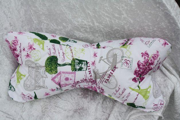 Hier ein Exemplar der Kollektion Leseknochen und Rückenstützen: dieses Mal ein Exemplar aus Baumwollstoff in weiß,grün,grau,fuchsia mit Parismotiven, prall gefüllt mit ca. 200 g Füllung. Der...