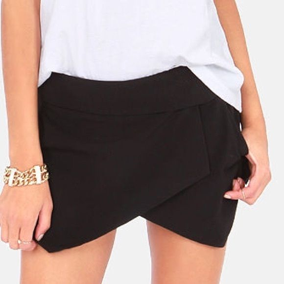 NWOT•Fold Over Skirt-S. perfect condition! color: Black. has zipper. ••no trades•• Forever 21 Shorts Skorts