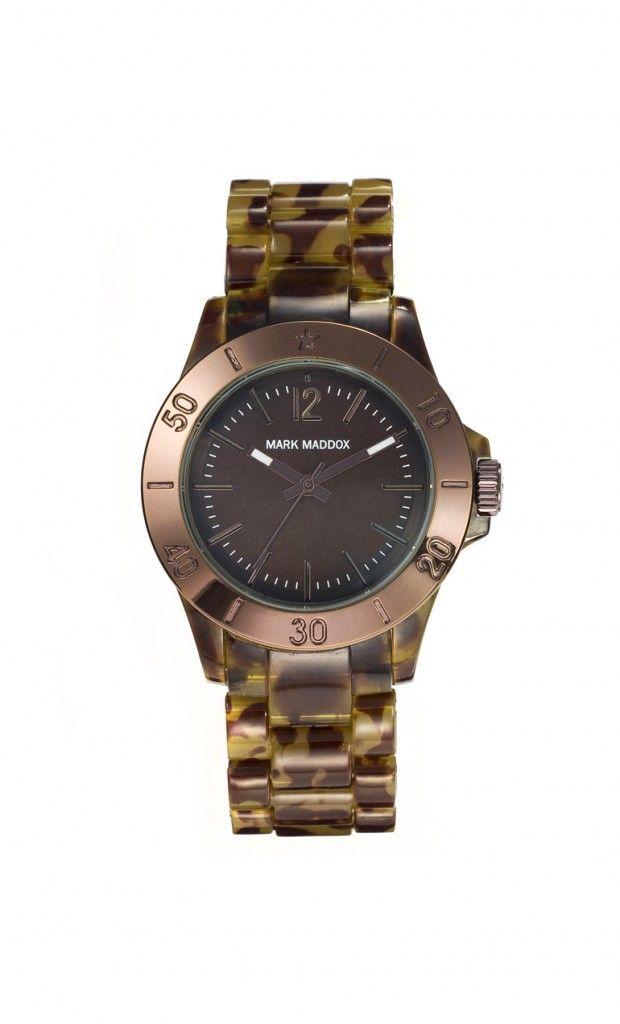 Su tonalidad oscura lo hace lucir misterioso y con mucho estilo. Reloj tres agujas brazalete con acabado carey y cierre desplegable. Cristal mineral e impermeable 30m (3ATM).