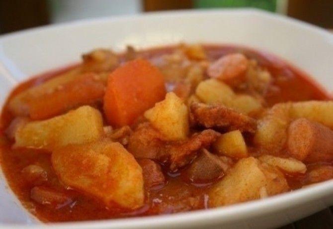 Csirkehúsos paprikás krumpli bográcsban